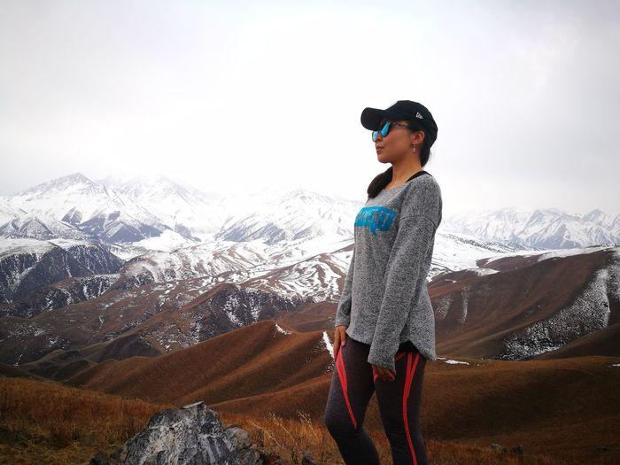Горы манят... Hiking Hikingadventures Weekend Activities WEKEEND EyeEm Selects Warm Clothing Mountain Snow Cold Temperature Winter Standing Full Length Sky Landscape Mountain Range