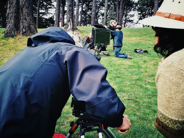 Directing and filming / Grabando y dirigiendo. Directing Film Rear View Grass Actors Director Camera Man Nature Trees People Day Outdoors Tree Dirigiendo Ciné Vista Trasera Pasto Actores Dirigente Camarografo The Photojournalist - 2017 EyeEm Awards Investing In Quality Of Life Second Acts This Is Masculinity