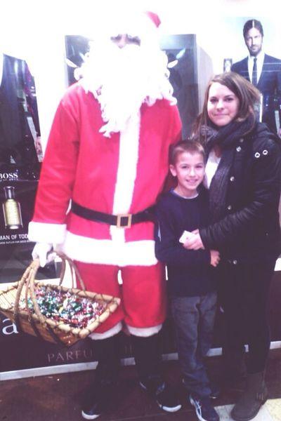 Il n'y a pas d'âge pour prendre des photos avec le père Noël héhé!! Brother 4ever ?❤️ t'aime fort mon cœur ? Cheese! 4everLove