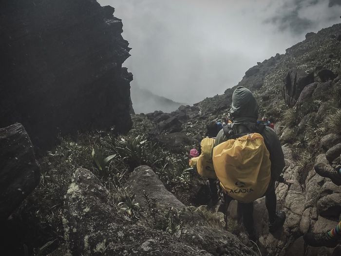 Bajando en silencio ante el dios de Roraima Roraima Venezuela People And Places