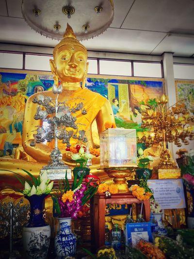 หลวงพ่อเพชรวัดทองใน อ่อนนุช25 Thailand Asianlifestyle Asianculture Beautiful Goldenbuddaimage Buddahs In Thailand Buddah Image Buddaimage Art And Craft Representation Sculpture Statue Religion