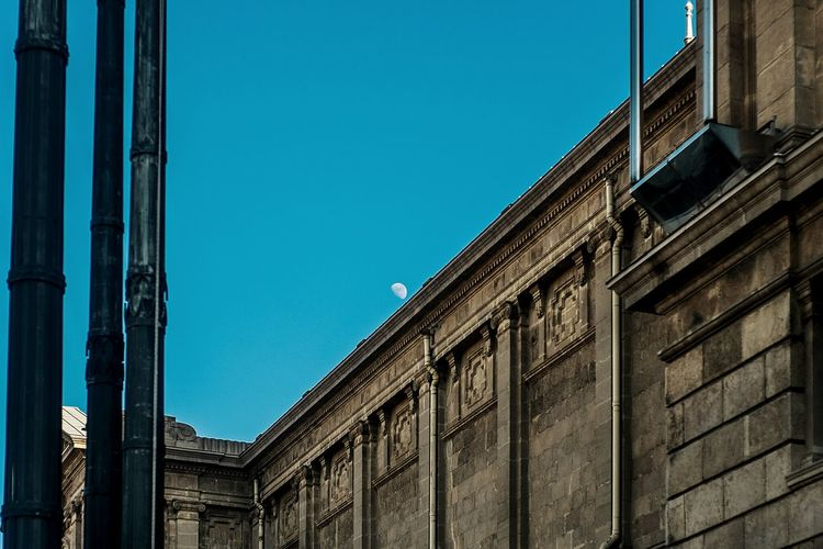 Color Urban Scenes Streetphotography Street Life Textures And Surfaces Lines And Shapes Half Moon Everything In Its Place