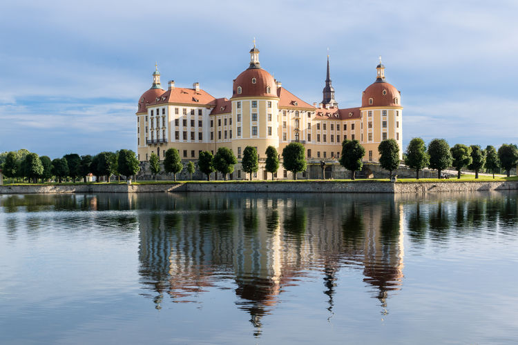 Schloss Moritzburg bei Dresden Architecture Built Structure Cloud Cloud - Sky Cloudy Day Dome Exceptional Photographs EyeEm Best Shots GERMANY🇩🇪DEUTSCHERLAND@ Malephotographerofthemonth Moritzburg  Nature No People Outdoors Reflection Saxony Sky Tourism Tranquil Scene Tranquility Travel Destinations Tree Water Water Reflections