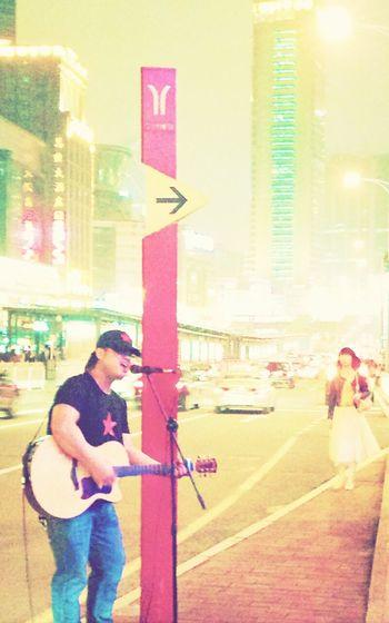 Streetphotography Wandering singer.
