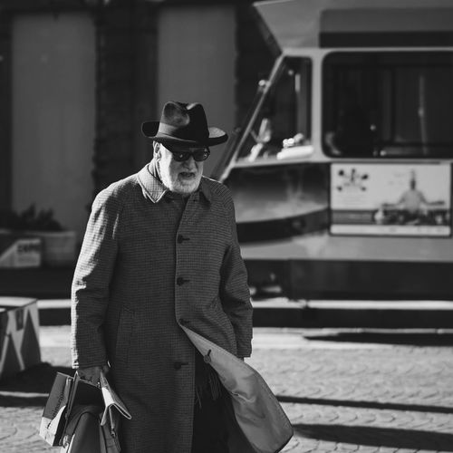 Walking Imagelogger Color Photography Streetportrait The EyeEm Facebook Cover Challenge Samsung Stylish EyeEm Best Shots NX1 Vscocam Streetphotography Black And White Hat Classic Blackandwhite