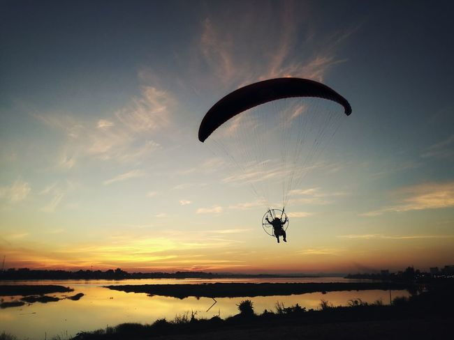 Flying Sea Paragliding Sunset Sky Silhouette Cloud - Sky Outdoors Adventure Beauty In Nature Parachute Nature Extreme Sports People Day