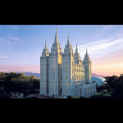 My man crush Monday goes to my future honorable husband that will meet me here in like 4 years. K love you too. ;) MCM ManCrushMonday Slc Temple honorablemen utah instamood cutesycutesy strength honor instagood picoftheday lds slctemple Ps. Fun fact my father proposed to my mom flying over this temple. :)