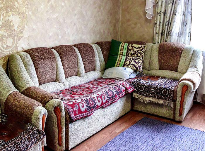 угловой диван диван угловой Hall подушки Ковер No People Sofa Home Interior Still Life Domestic Room Day