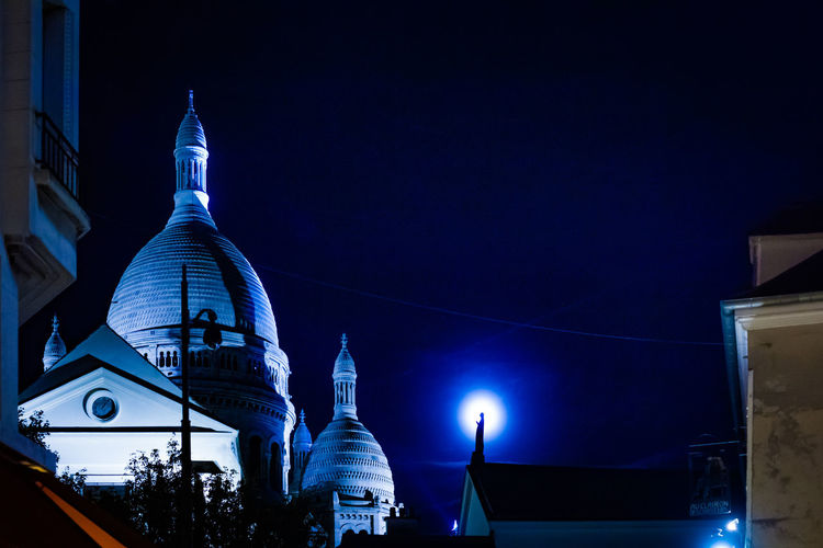 Cityscape EyeEm Best Shots Magical Montmartre Montmartre, Paris Moon Paris By Night Sacre Coeur Architecture City Dome Illuminated Magical Moments Moonlight Mysterious Night Religion Spirituality Travel Destinations Ways Of Seeing HUAWEI Photo Award: After Dark HUAWEI Photo Award: After Dark Be Brave My Best Travel Photo 50 Ways Of Seeing: Gratitude