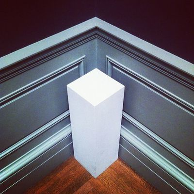 Anglelove and cornerds united in ancient art. #metropolitan Constructivism Constructivist Angleporn Cornerds Love Museum White Corner Minimalist Metropolitan Monolith Linegasm