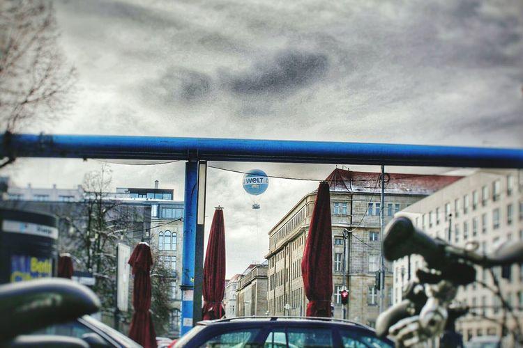 Die Welt Ballon Unter Den Linden HDR