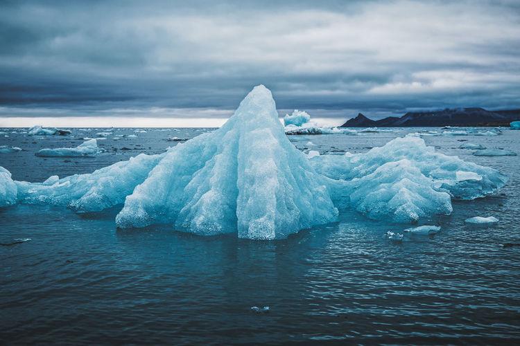 Floating iceberg near ny-Ålesund, svalbard