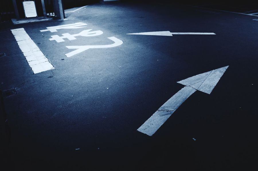 Sign Road Symbol Transportation Communication Arrow Symbol Direction Guidance Street Directional Sign The Way Forward Asphalt Road Marking Marking Information City Road Sign Traffic Arrow Sign No People High Angle View