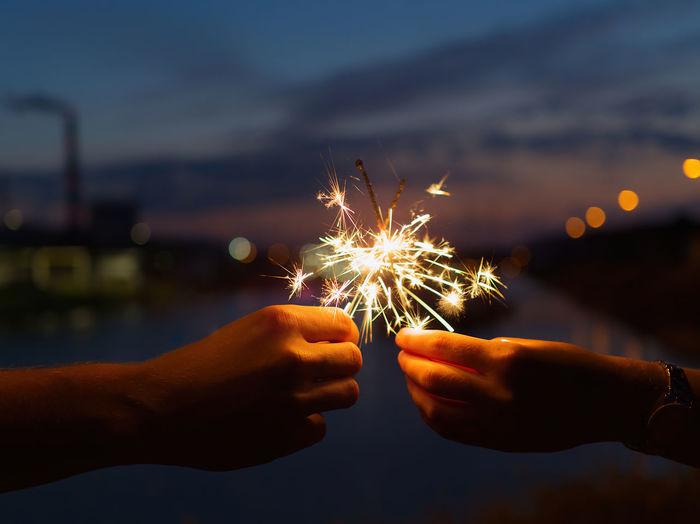 Handhold fireworks