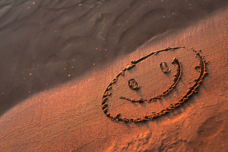 Copy Space Close-up Communication Day Draw Drawing Emotion Face Golden Hour Land Message Pattern Sand Sea Sand Shape Smile Smiling Face Sunlight Sunset Text Textured  Western Script