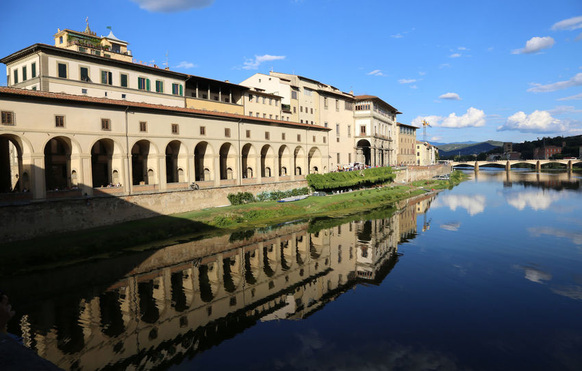 ancient monument called Corridoio del Vasari in italian language and the Arno River in Florence Italy Arno  Arno River Corridoio Vasariano Firenze Reflection Renaissance Tuscany Vasari Corridor Building Corridoio Del Vasari Corridoio Vasari Famous Place Fiorentina Fiorentino Fiume Arno Florence Italian Italy Landmark Monument Outdoors River Uffizi Vasari Water