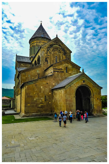 Travel Destinations Turistic Attractions Tredition Place Of Worship Religion Men City History Sky Architecture Building Exterior Built Structure Visiting Tourist Attraction  Cathedral Catholicism