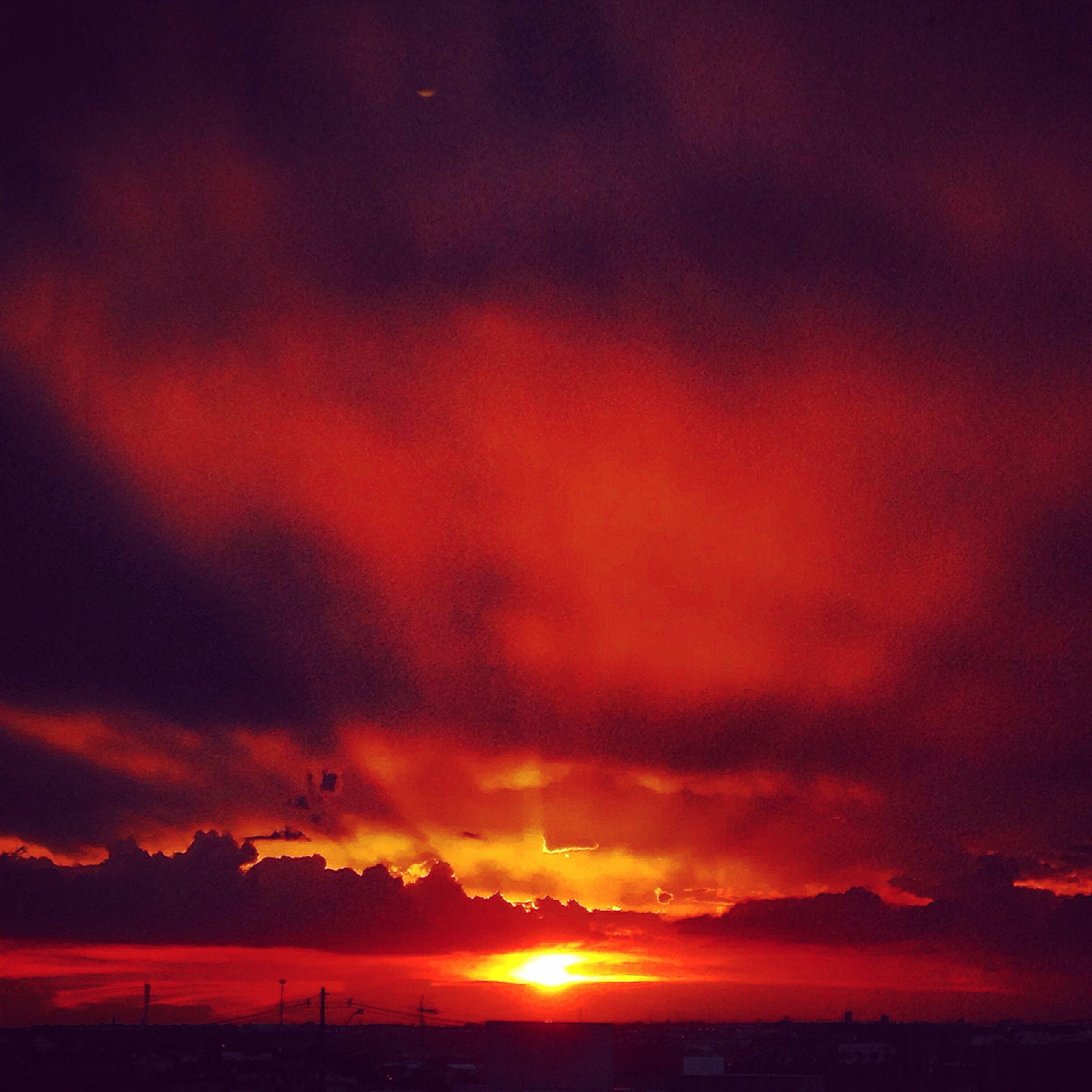 sunset, sky, scenics, beauty in nature, cloud - sky, tranquil scene, silhouette, orange color, tranquility, sun, dramatic sky, idyllic, nature, cloudy, cloud, landscape, moody sky, atmospheric mood, sunlight, weather