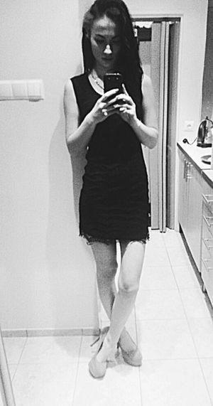 Hello World That's Me Selfie Model Today's Hot Look Black AllBlackEverything Polish Girl