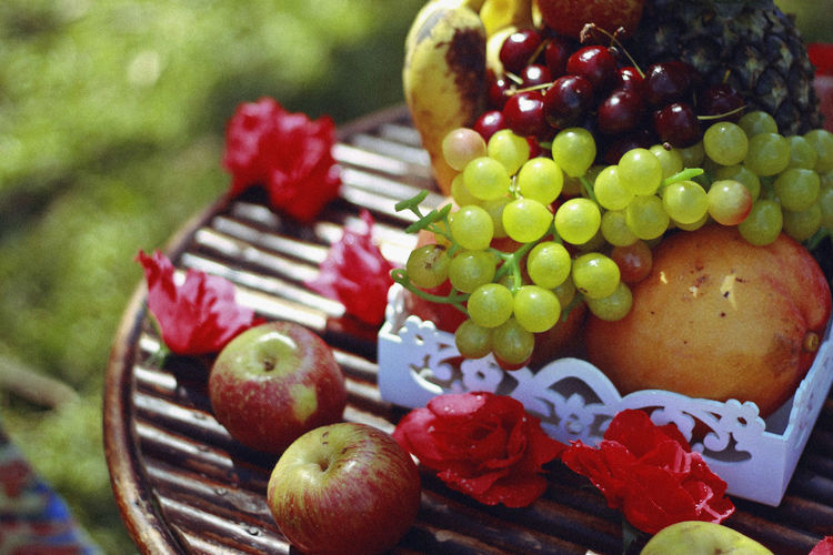 Summer, 2016 Food Food And Drink Fruit Healthy Eating Freshness Focus On Foreground Wellbeing No People Still Life Close-up Sweet Food Grape Day Basket Sweet Apple - Fruit Multi Colored Red Berry Fruit Choice Temptation Red Currant Summer Summertime Roses Springtime Decadence