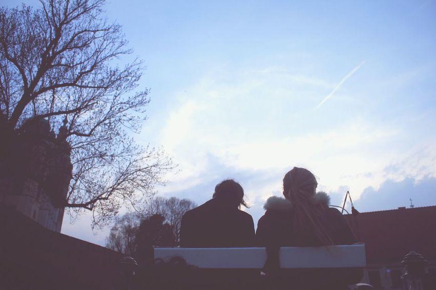 Girls Strangers Clouds lentement. Poland Traveling Pastel Feelings Moments