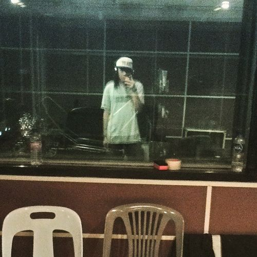 Look, there's a crazy dude inside of the mirror. Call the cops, owh wait that's just me. Inovasi2015 Recordingsession FacultyofMusic BidanTerjun ShadyOfficialStrapback TheUnstoppableINCSignatureGreyTs .