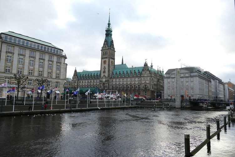 Hamburg City Hall Hamburg City Hall Afternoon Christmas Hamburg River Elbe Hanging Out New Year Vacations Winter Architecture Background Backgrounds Building Exterior Builing Built Structure City Day Hall Large Group Of People Outdoors People Real People River Sky Water