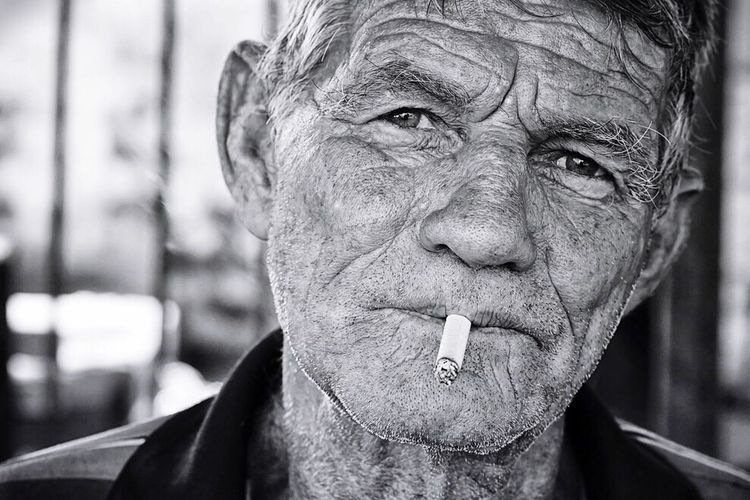 Pensive Thoughtful Face Faces Of EyeEm Wrinkles Wrinkle Face Smoking Smoking Cigarettes. Blackandwhite Black & White Black And White Looking At Camera Portrait Portrait Of A Man  Monochrome The Portraitist - 2016 EyeEm Awards Natural Light Portrait The Portraitist - 2017 EyeEm Awards
