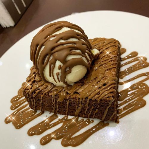صباح البراوني😋 لذيذ يمي تشوكلت لقطه صوره تصويري  Yummy Brownie Picture Photos Food Dessert Food And Drink Chocolate