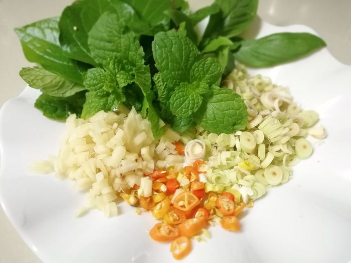 SLICE Various Mint Leaf - Culinary Leaf Herb Healthy Lifestyle Close-up Food And Drink Green Color Leaf Vegetable Radish Vegetarian Food
