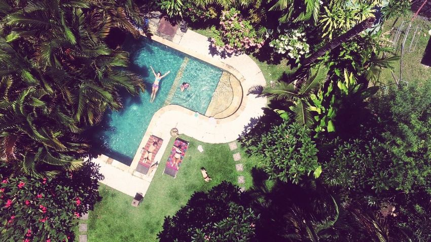 Weekday pool hangs in Bali Outdoors Sky Drone  Dronephotography Droneshot Bali Pool Friends Balifromabove Sun Chilling Holiday INDONESIA First Eyeem Photo EyeEmNewHere Eyeemindonesia