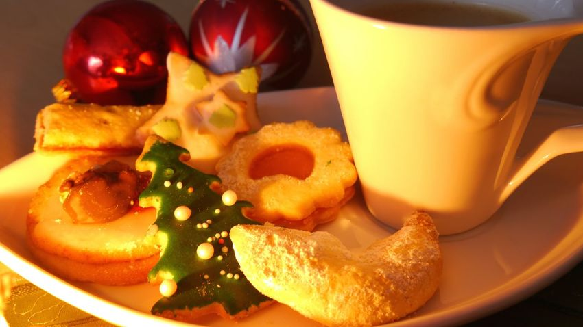 Christmas coffee time Food Sweet Food Food And Drink Close-up Ready-to-eat Indoors  Eyem Gallery EyeEm Gallery Cake Decorating Cookies Decoration Selective Focus Christmas Decoration Large Group Of ObjectsChristmas Ball Decoration Scenics Illuminated Christmas Cookies Homemade Cookies Still Life Christmas Tree Ball Candle Light Delicious Cookies Cropped Cup Handmade For You