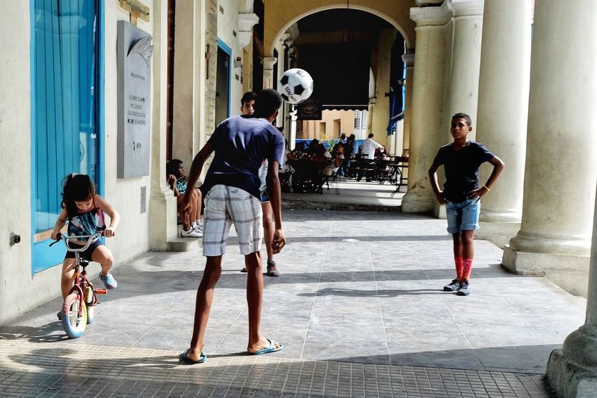 The last several years have seen an increase in the popularity of soccer among youths in Cuba. Even in tight spaces like here in Plaza Vieja, kids find a way to work on their skills. Shot on Tuesday, October 10, which marked the start of Cuba's War of Independence in 1868 and is a national holiday. Otherwise I'm sure these guys would've been in school. Architecture full length healthy lifestyle Exercising City built structure building exterior outdoors sport Adults Only sports clothing young adult Sportsman Habana Habana Vieja Architecture Full Length Healthy Lifestyle Exercising City Built Structure Building Exterior Outdoors Sport Adults Only Sports Clothing Young Adult Sportsman Cuba Collection Cuba Havana Futbol EyeEm Best Shots Travel Travel Photography EyeEm Best Edits