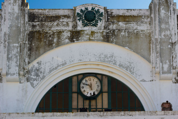 Abandoned Broken Clock Confusing Street Time Time Travel Wall
