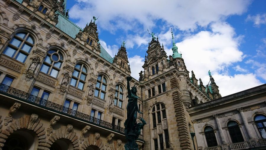 Humble statue behind Hamburg city hall. · Hamburg Germany Hh 040 City Hall Town Hall Rathaus Hamburger Rathaus Statue Architecture Urban Landscape History Low Angle View Sky Blue Sky Clouds And Sky