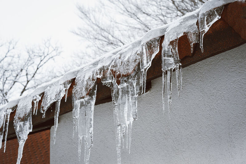 Water Cold Temperature Winter Hanging Icicle Close-up Dripping Frozen Roof Roof Tile Ice Drop Frost
