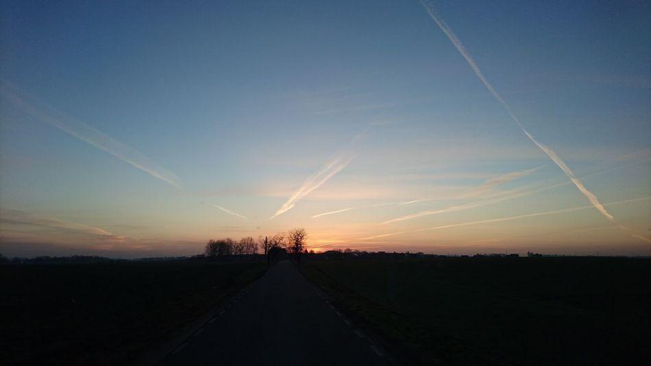 Słońce Sunrise Wschódsłońca Niebo Sky Morning Beauty In Nature Smuga Kondensacyjna