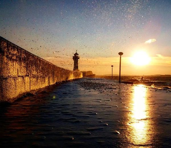 Das Wort Photunique impliziert einzigartige Fotos.. Dieses hier ist so eines ❤ Es zeigt meine wunderbare Heimat, aufgenommen am 3.1.2016 😊 Wellen... Eis... Kälte... Als einziger hab ich mich bis vor zum Leuchtturm auf der längsten Außenmole Europas getraut.. Es hat sich gelohnt 😁 Sassnitz Lighthouses Lighthouse Leichtturm Rügen Isleofruegen Ostsee Balticsea Wirsindinsel Sun Sundown Sunset Eis Ice Winter Water Waves Wellen Mv_liebe Ig_water Ig_lighthouses Ig_germany Ig_deutschland Mecklenburgvopommern mv cold kuestenk1nd team_photunique