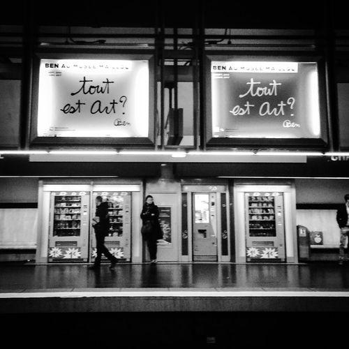 Tout est Art ? | everything is art? Tudo é Arte ? Communication Public Transportation ArtWork Enjoying Life IPhoneography Iphoneonly Blackandwhite Blackandwhite Photography Black And White Photography Bnw Photography