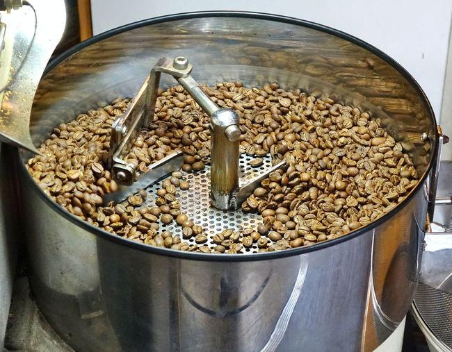 Coffee shop roasts fresh coffee beans Coffee Shop Circular Coffee Beans Freshness Kitchen Equipment Metal Roasted Coffee Bean Roasting Coffee Rotating Stainless Steel  Steel Drum