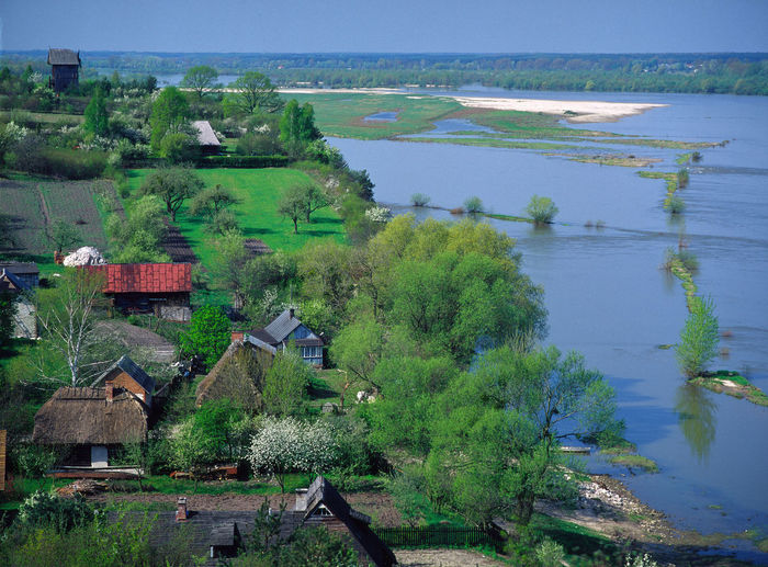 Poland, Męćmierz, Visula River Aerial View Architecture Beauty In Nature Building Exterior Built Structure Canal Day Green Color High Angle View Horizon Hut Mecmierz Mecmierz Nature Non-urban Scene Outdoors Poland Scenics Tourism Tranquil Scene Travel Destinations Village Vistula VistulaRiver Water