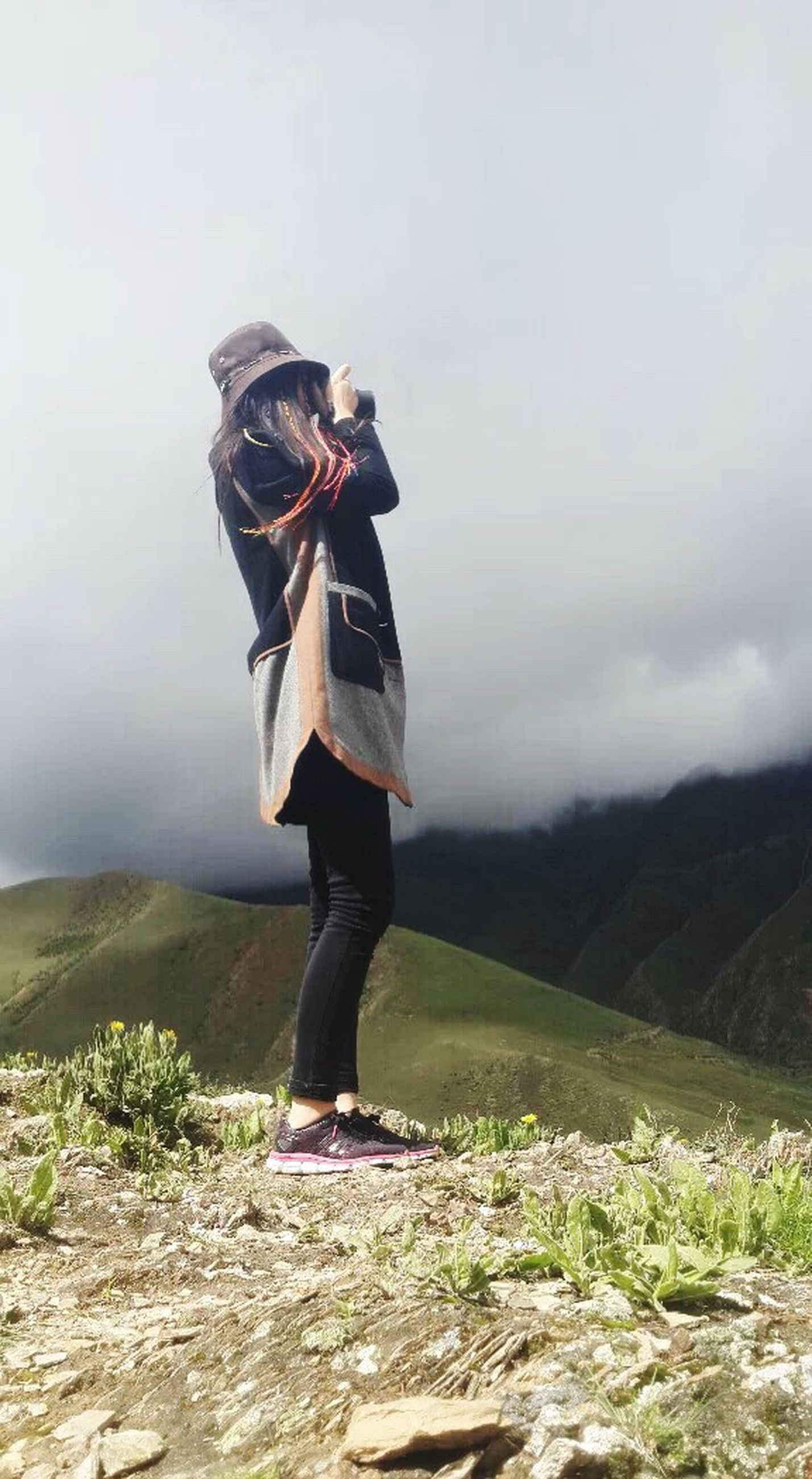full length, lifestyles, leisure activity, standing, casual clothing, rear view, mountain, sky, tranquil scene, landscape, tranquility, nature, beauty in nature, getting away from it all, men, scenics, young adult, person