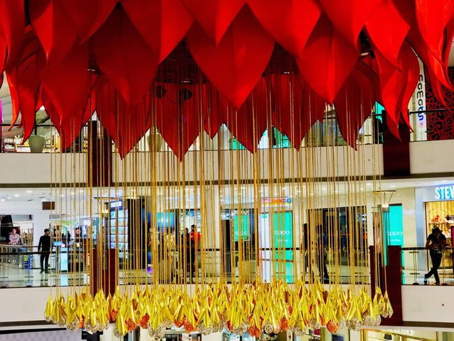 Indoors  Architectural Column Architecture Chandelier Big Flower Flower Lamp