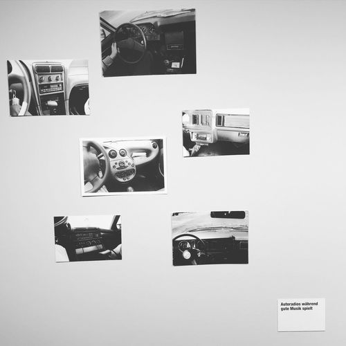 Autoradios while good music is playing ! Hans-Peter Feldmann : Inspirations Everywhere. Exhibition Photography
