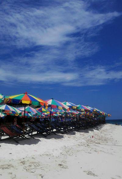 Hi! Take A Photo Have A Nice Day♥ Enjoying Life Beach On The Beach Beach Time Umbrellas Beach Umbrella Hot Day