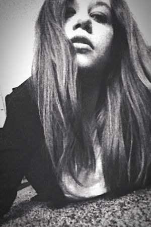Tu ne peux ressembler à personne d'autres dans la vie il suffit de rester soit meme pour que tu ressembles à quelqu'un•