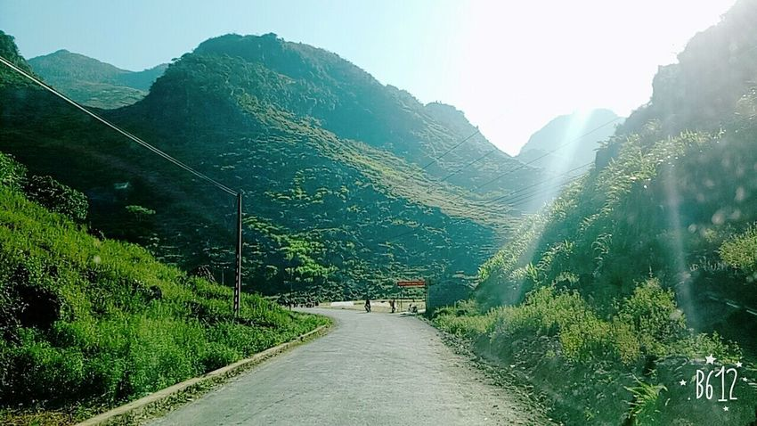 Hà giang đẹp lạ Mountain Travel Nature Tourism Road Landscape The Way Forward Travel Destinations Outdoors Mountain Range Scenics Beauty In Nature Day Forest Vacations No People Plant Tree Sky Freshness Field Beauty In Nature