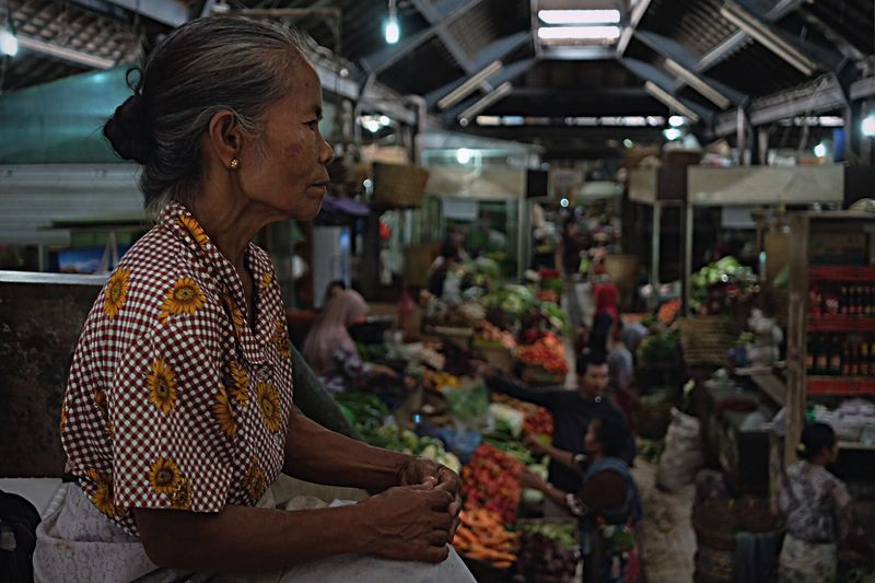 Beauty in age Traditionalmarket Portrait Street Adult One Person Women Business Business Finance And Industry Real People Indoors  Market Mature Women