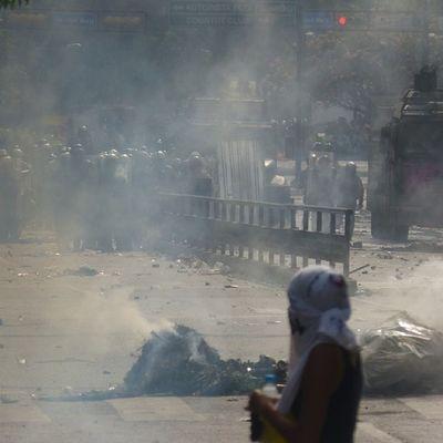 1A 1abril Chacaito Venezuela sosvenezuela ResistenciaVzla sos laverdad estudiantes gobiernocorructo prayForVenezuela fuerza elquesecansapierde marcha guarimba estudiantes resistencia capuski laluchasigue gnb pnb policias pacos estudiantes valientes tanqueta