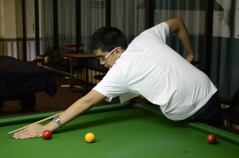 Aiming Ball Competition Concentration Cue Ball Indoors  Leisure Activity Leisure Games Lifestyles Men One Man Only One Person Playing Pool - Cue Sport Pool Ball Pool Cue Pool Hall Pool Table Real People Skill  Snooker Snooker And Pool Snooker Ball Sport Young Adult